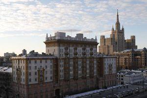 Mỹ ngừng cấp thị thực cho phần lớn công dân Nga