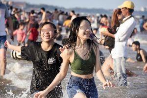 Phát hoảng với hơn 70.000 lượt khách 'ken đặc' Vũng Tàu giữa nguy cơ bùng dịch