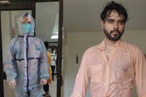 Giữa đại dịch Covid-19, bức ảnh bác sĩ Ấn Độ ướt đẫm mồ hôi gây 'bão' mạng