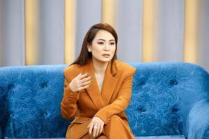 Con gái nuôi Hoài Linh bị bạn trai phàn nàn về việc lớn tiếng