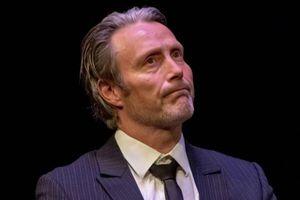 Cách Mads Mikkelsen thay thế Johnny Depp trong 'Fantastic Beasts 3'