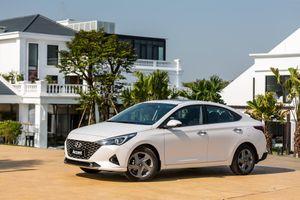 Tôi nên mua Hyundai Accent hay Mazda2?