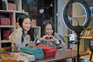 'Làng livestream' ở Trung Quốc tấp nập người đến tìm cơ hội làm giàu