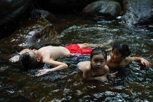 Nhiều du khách chọn tắm suối ở Phú Quốc để tránh đông người