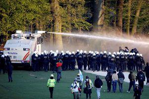 Cảnh sát Bỉ bắt 132 người biểu tình chống giãn cách xã hội