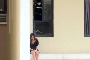 TP Hồ Chí Minh: Cứu hộ thành công cô gái định nhảy lầu tự tử