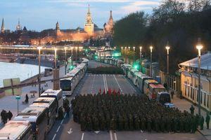 Xem quân đội Nga khoe vũ khí, khí tài trong diễn tập cho Lễ Duyệt binh Ngày Chiến thắng