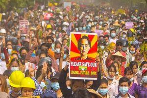 Biểu tình lớn ở Myanmar, 5 người thiệt mạng