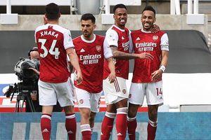 Aubameyang hết tịt ngòi, Arsenal bắn hạ 'Chích chòe'