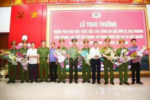 Công an tỉnh Nghệ An được thưởng 'nóng' sau chiến công khuất phục 'sát thủ'