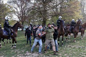 Bỉ bắt giữ trên 130 người phản đối lệnh phong tỏa do dịch COVID-19