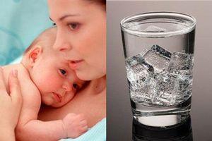 Sau sinh bao lâu được uống nước đá?