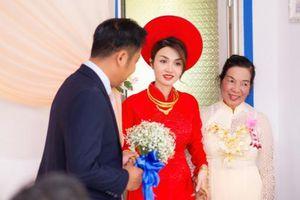 Nhan sắc xinh đẹp của vợ mới cưới diễn viên 'Cổng mặt trời' khiến dân tình xuýt xoa