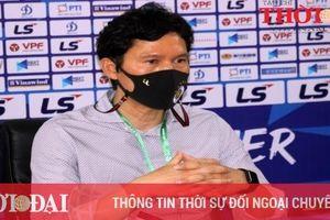 Thắng trận đầu tiên tại V-League, HLV Hà Nội FC bớt được nỗi lo về nước sớm