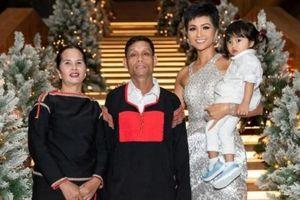 Hết xây nhà tiền tỷ, Hoa hậu H'Hen Niê tiếp tục mua xe hơi tặng ba mẹ