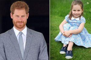 Công chúa Charlotte được khen ngợi khí chất hệt Nữ hoàng, Harry 'muối mặt' khi bị đem ra so sánh với loạt điểm khác biệt