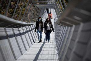 Khai trương cầu treo dài nhất thế giới dành cho người đi bộ