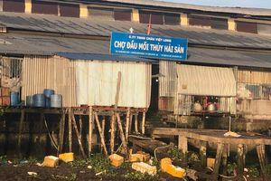 Chợ đầu mối thủy hải sản ở An Giang xả thải trực tiếp ra sông Hậu