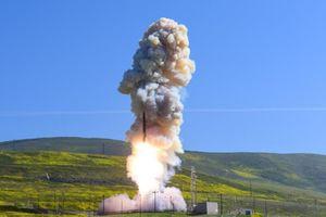 Quá sợ Nga, Mỹ cuống cuồng phát triển tên lửa đánh chặn