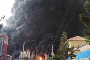 Cháy nhà máy hóa chất, miền Trung Iran rực lửa như ngày tận thế