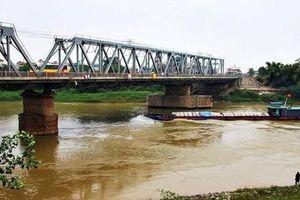 Từ ngày 4-5, tạm cấm tàu thuyền lưu thông qua luồng đường thủy cầu Đuống