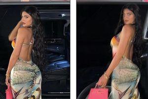 Kylie Jenner khoe trọn lưng trần và vòng ba căng đầy 'nảy lửa'