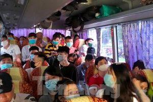 Phát hiện xe khách 29 chỗ nhồi 40 khách