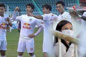 Viên Minh xuất hiện cổ vũ Công Phượng giữa tin đồn 'có tin vui'