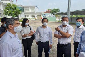 Thứ trưởng Y tế cùng hàng chục chuyên gia sang Lào hỗ trợ chống dịch