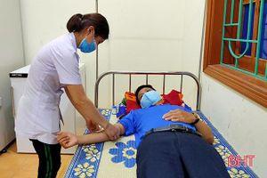 4 cán bộ, đoàn viên, công an ở Hương Khê kịp thời hiến máu cứu người