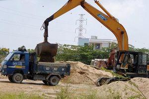 Đà Nẵng: Bãi cát khủng mất ATGT xã nói có phép, huyện bảo không