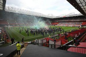 Trận MU gặp Liverpool bị hoãn