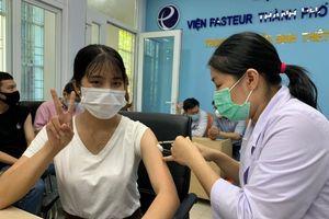 TP.HCM tiêm vaccine COVID-19 cho hơn 80 nhà báo