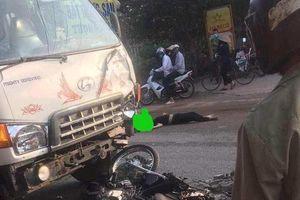 Hà Nội: Xe máy đấu đầu với ô tô tải, 2 thanh niên tử vong