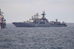 Hai chiến hạm Nga 'xé toạc' nhóm tàu sân bay Anh