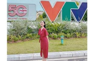 Nữ sinh năm ba Ngoại giao gốc Hội An trở thành MC-BTV Thời tiết VTV