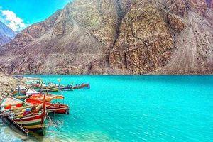 Sự kiện tang thương đằng sau hồ nước xanh ngắt tuyệt đẹp tại Pakistan