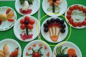 Cô giáo dạy học sinh cắt gọt, trang trí hoa quả nhưng phụ huynh lại đồng loạt đòi báo cảnh sát sau khi nhìn thấy hình ảnh này