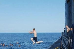 Chùm ảnh lột tả cuộc sống khác thường của thủy thủ tàu ngầm