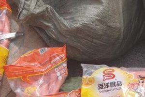 Nhập lậu xúc xích, chân gà đã tẩm ướp với bao bì toàn chữ Trung Quốc