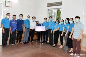 Công đoàn Nghệ An tặng máy lọc nước, quạt cho công nhân