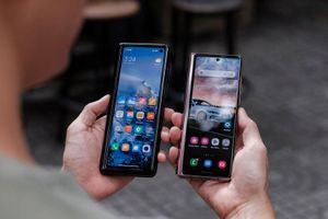 So sánh Xiaomi Mi Mix Fold với Samsung Galaxy Z Fold2