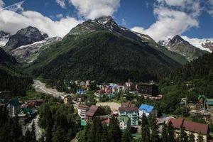 Vẻ đẹp tráng lệ của khu nghỉ dưỡng trên núi Dombay (Nga)