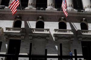 Lợi nhuận rực rỡ đưa chứng khoán Mỹ tăng điểm phiên đầu tuần