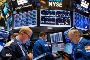Diễn biến trái chiều của thị trường chứng khoán toàn cầu và đồng USD trong 4 tháng đầu năm