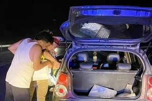 CSGT đi hơn 60km mua xăng giúp tài xế ô tô