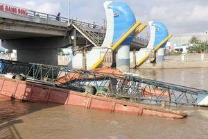 Gần một tháng, xảy ra 2 vụ chìm sà lan ở cống Nhà Mát