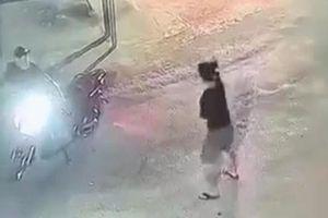 Truy xét nhóm thanh niên nổ súng đuổi chém nhau tại công viên