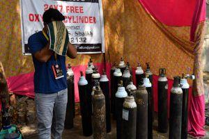 Thanh niên Ấn Độ chiến đấu với Covid-19 bằng mạng xã hội và oxy