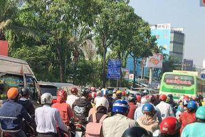 Ngày đầu đi làm sau nghỉ lễ, người Sài Gòn bị trễ giờ vì kẹt xe quá kinh khủng